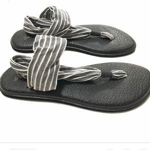 Sanuk grey and white stripe yoga sandal